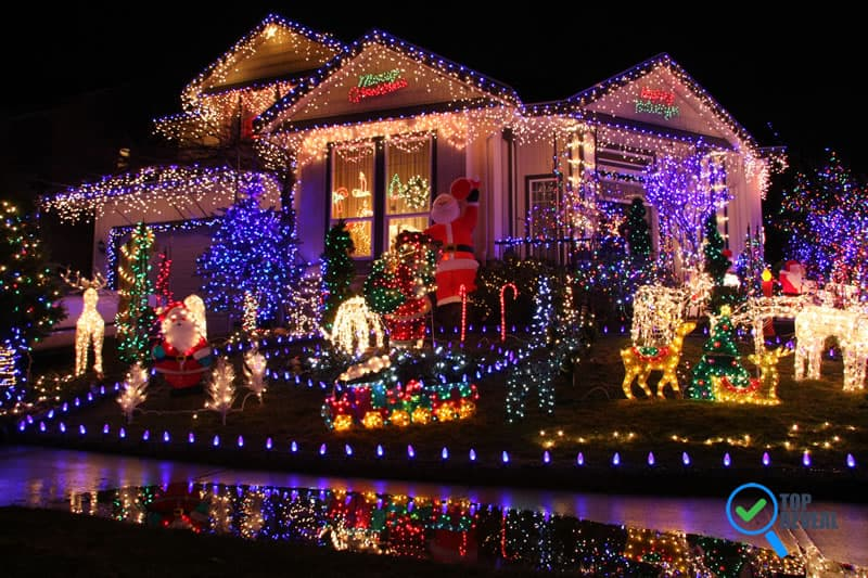 30 Outdoor Christmas Light Decoration Ideas - Top Reveal