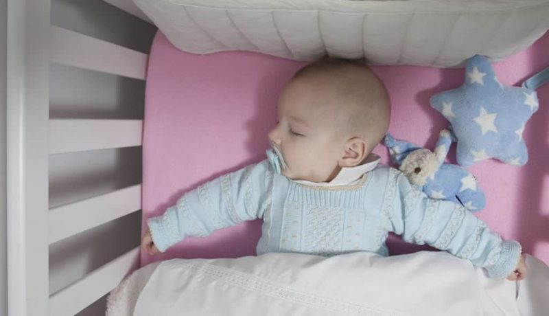 Best Baby Mattress Comparison Reviews (2018): Let Your Loved One Sleeps Like a Baby
