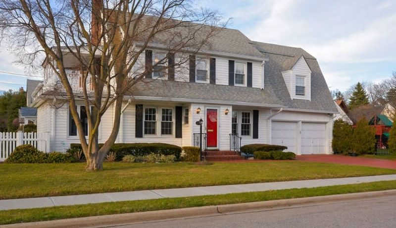 4 Front Door Styles and Additions that Look Beautiful on Colonial Homes